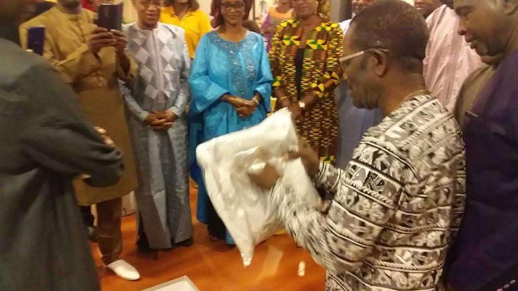 Cérémonie en l'honneur du Président du Conseil sortant.
